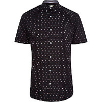 Black acorn print short sleeve shirt