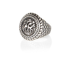 Silver tone burnished sovereign ring