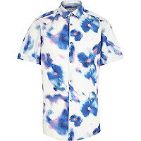 White blurred floral print short sleeve shirt