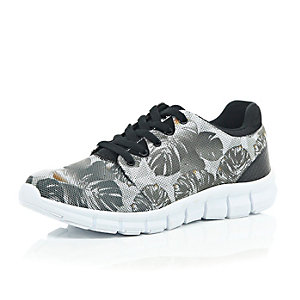 Black camo leaf print trainers