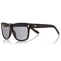 Black textured retro sunglasses