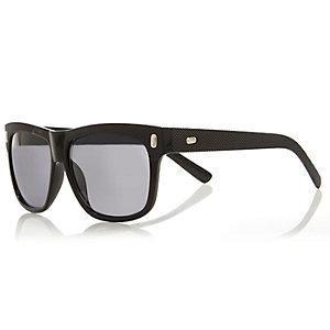 Black textured retro sunglasses