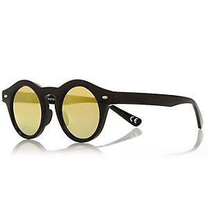 Black chunky round sunglasses