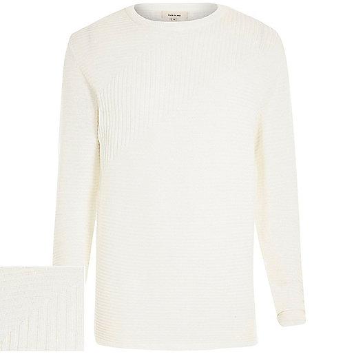 Weißer, gerippter Pullover mit langen Ärmeln