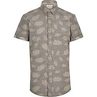 Grey fern leaf print short sleeve shirt