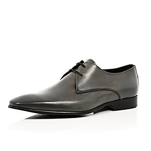 Grey leather pointed formal shoes
