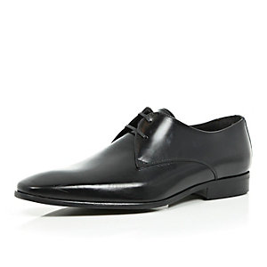 Black leather pointed formal shoes