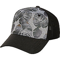 Black mesh leaf print trucker cap