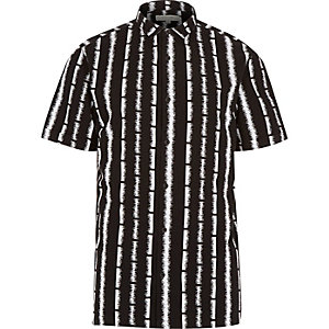 Black spike stripe print short sleeve shirt