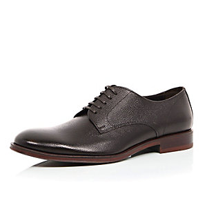 Brown grained premium leather shoes