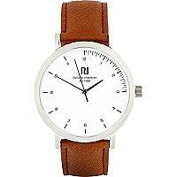 Braune schlichte Uhr
