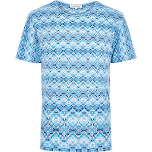 Blue bright tribal print t-shirt