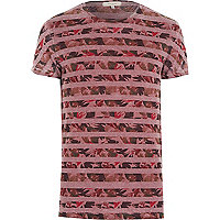 Red leaf stripe print t-shirt