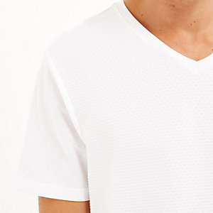 White dotty texture V-neck t-shirt