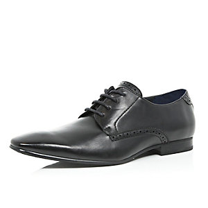 Black pointed toe formal shoes