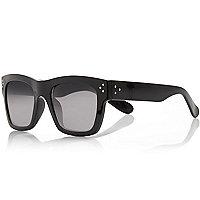 Black chunky aviator sunglasses