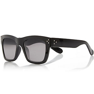 Black chunky aviator sunglasses