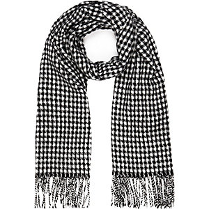 Black dogtooth woven scarf