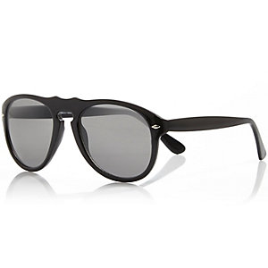 Black chunky frame sunglasses