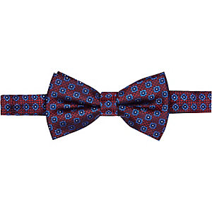 Red geometric bow tie