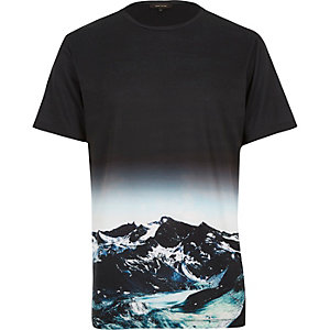 Black mountain landscape print t-shirt