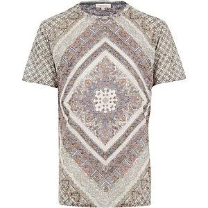 Ecru symmetric paisley print t-shirt