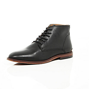 Black minimal leather boots