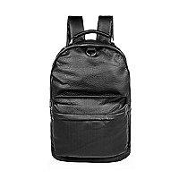 Perforierter schwarzer Rucksack