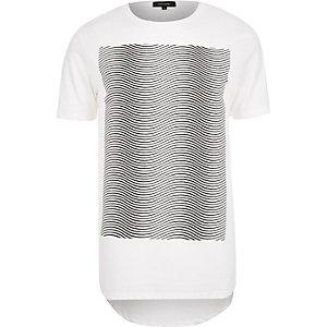 White wavey line print curved hem t-shirt