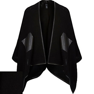 Black leather-look edge cape
