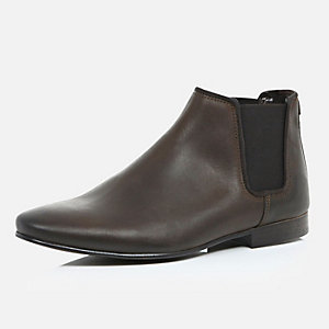 Brown waxy leather Chelsea boots