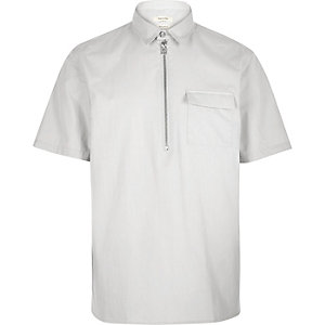 Grey minimal overhead short sleeve shirt