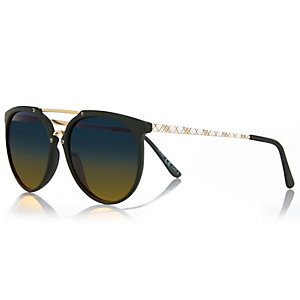 Green nose bar wayfarer-style sunglasses