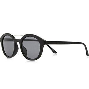 Black chunky brow bar round sunglasses