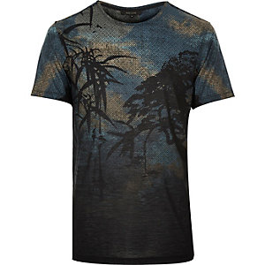 Black ornamental leaf print t-shirt
