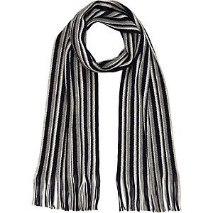 Blauer gestreifter Schal mit Quaste