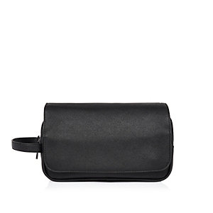 Black smart flap over wash bag