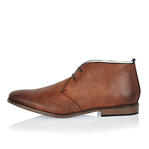 Tan smart chukka boots