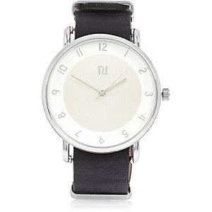 Silberne Uhr mit schwarzem Zifferblatt