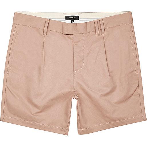 Pinke Shorts mit Falten