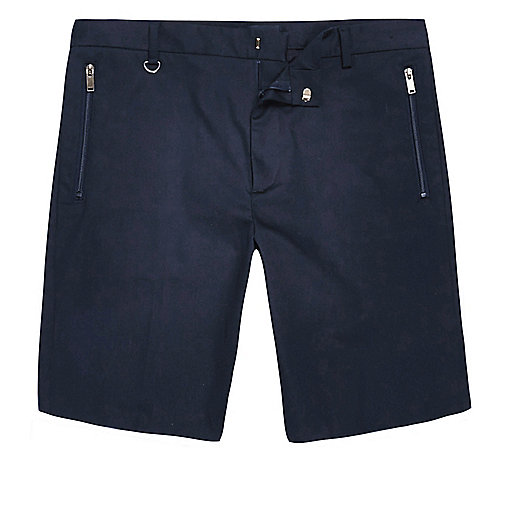 Marineblaue Bermuda-Shorts aus Satin
