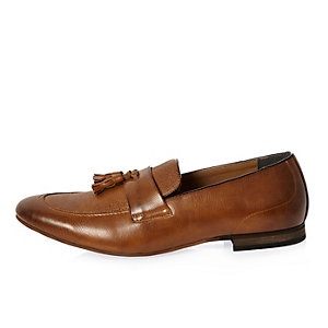 Tan brown tassel loafers