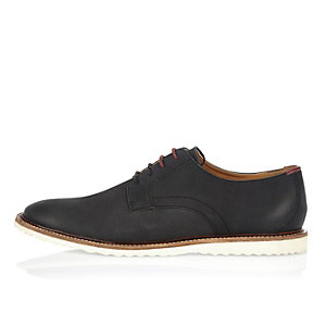 Black embossed leather shoes
