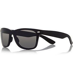 Black wrap retro sunglasses