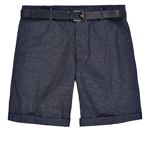 Marineblaue Slim Fit Bermudashorts mit Gürtel
