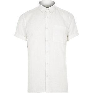 White linen-rich short sleeve shirt