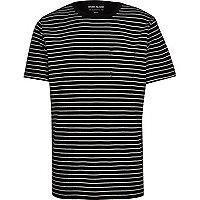 Marineblaues, gestreiftes T-Shirt mit Tasche