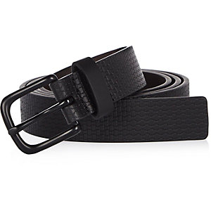 Black textured skinny belt