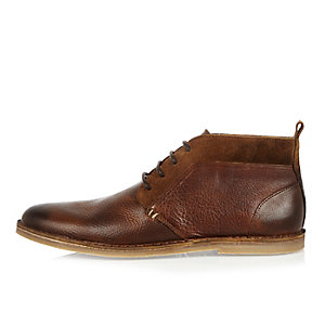 Tan brown leather chukka boots