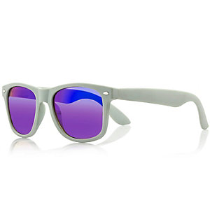 Green mirror wayfarer-style sunglasses